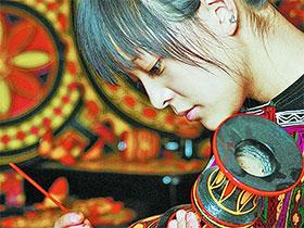 四川大学艺术学院:培养彝族漆器传承与创新人才