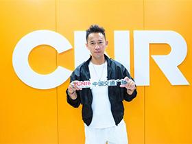 骄傲:凉山歌手吉克杰拉的节目在中国三个著名的广播电台同一天上线