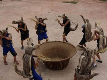 """传统节日中的舞蹈文化构建——以云南彝族""""虎神节""""为个案"""