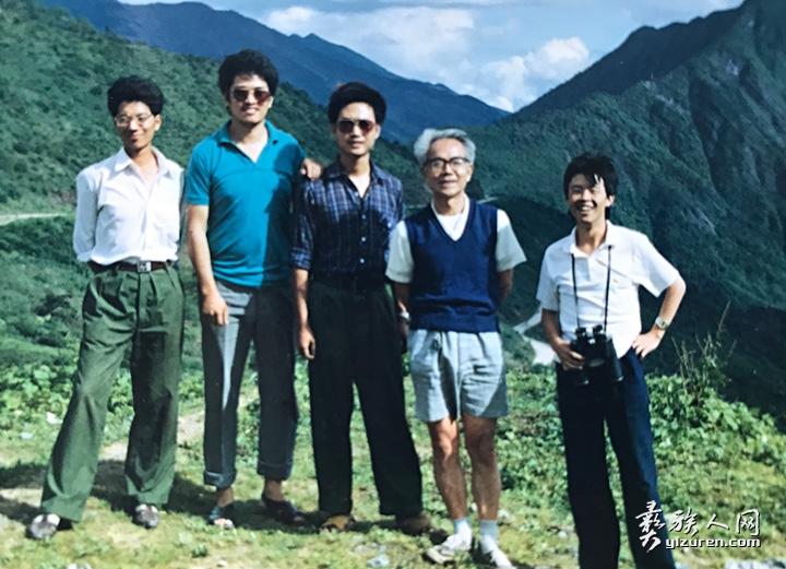 研究生期间在二郎山考察牧草种质资源。白史且(右一),导师牧草育种学教授杜逸(右二).jpg