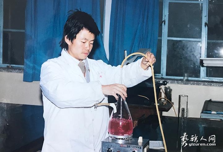 研究生期间在实验室测定饲草营养价值分析.jpg