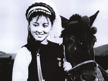 一位伟大的演员,两部无法超越的经典——彝族女神杨丽坤
