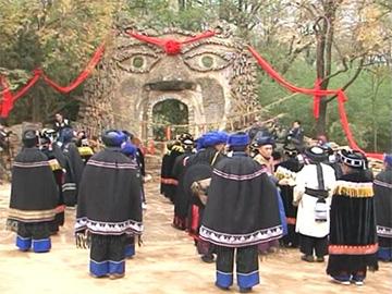 彝族祭山节展现新风俗