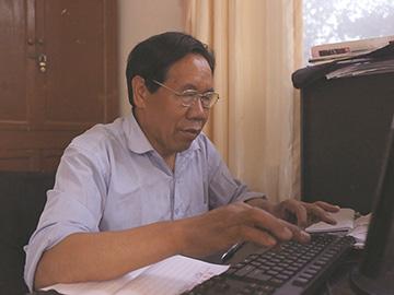 肩扛锄头手握笔 情满罗婺铸辉煌——一位彝族农民作家的执着追求