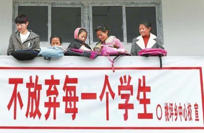 凉山州紧盯义务教育阶段控辍保学,确保失辍学儿童少年今年春季开学前全部劝返复学。