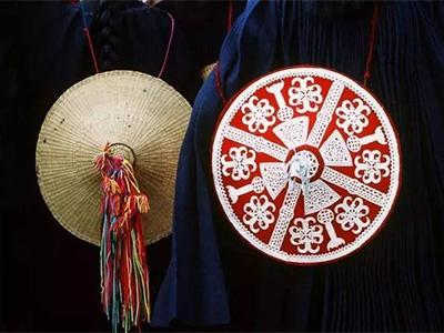 穿在身上的历史——胡小平镜头下的彝族服饰