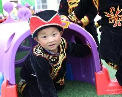 """""""学前学会普通话""""为彝家娃迈出大山铺路"""