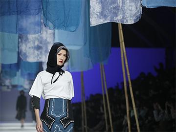 靓衣配美女 楚雄彝绣服饰首次亮相上海时装周