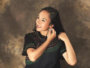邱蓉:漂亮的电视台女主持人,原来是优秀的彝族母语作家