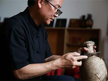 潜心研究30余年,看彝族漆器的民间传承
