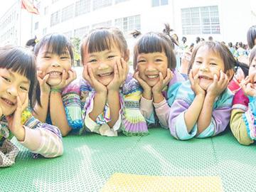东山彝家人的儿童乐园