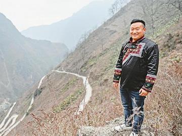 大学毕业后返回贫困村 凉山彝族青年带领村民走上致富路