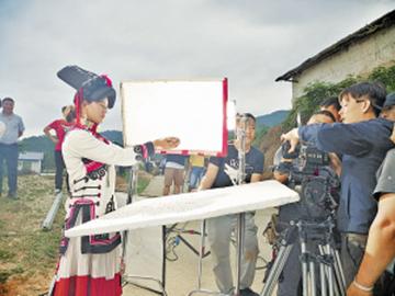 把冕宁最美的人文风光呈现给全国人民 央视《天边西南》栏目组到冕宁县彝海镇拍摄大型纪录片