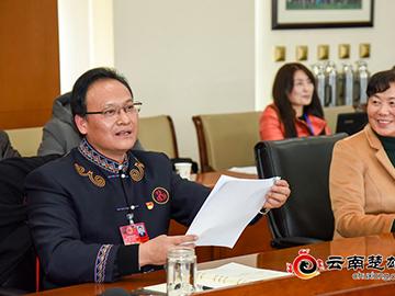 迟中华在看望彝族语言文字培训班学员时强调