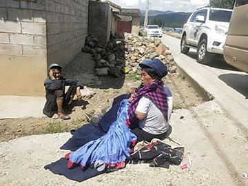 布拖行:彝族服饰穿在身上的历史文化