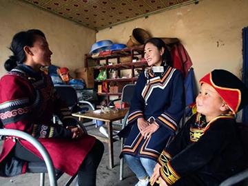 大凉山彝族娃娃:被普通话改变的生活