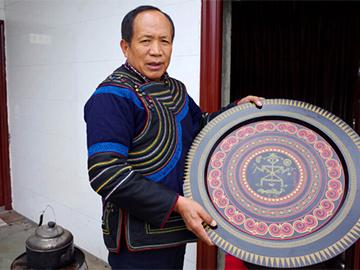 吉伍巫且:为传承彝族漆器文化贡献力量