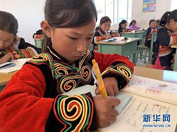 新华社记者六访凉山亲历马依村之变:告别千年穷走向致富路