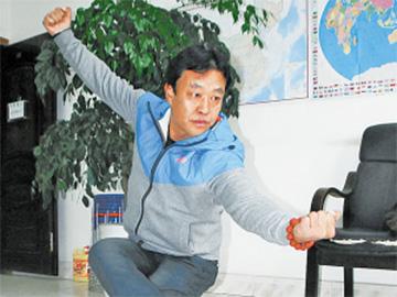 """陈兴康的""""彝家擦尔瓦拳""""  彝族民间武术的传承与坚守"""