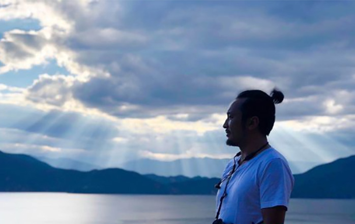 """拍摄泸沽湖美图上万张 彝族摄影师用照片记录""""高原明珠"""""""