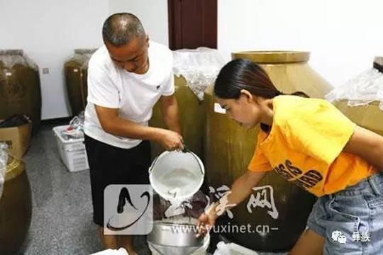 杨成义:坚守彝族传统酿酒工艺