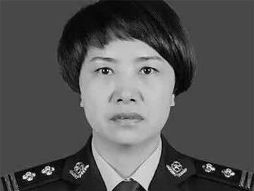 倒在扶贫路上的彝族女警官李文芝