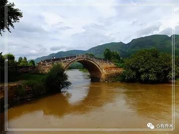 彝族作家赵汝忠的散文《一条江的梦想》