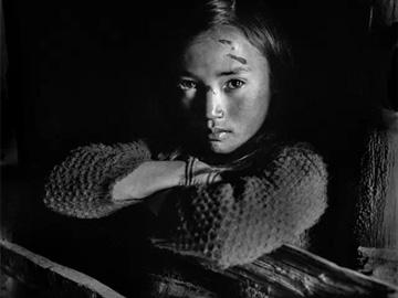 李泛摄影作品《生活在大凉山的彝族人》