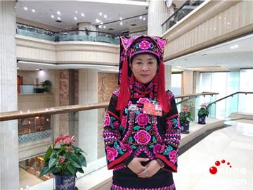 """罗珺:让彝族文化在市场上""""活""""起来"""