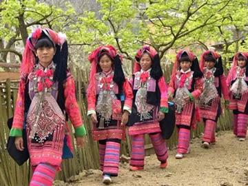 云南省红河州个旧市彝族服饰
