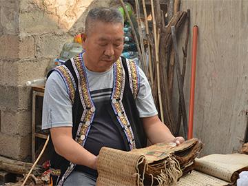 元江:挖掘彝族文字古籍及传承人