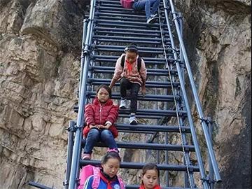 儿童广播剧:《翻过那座山——悬崖上的孩子们》剧本