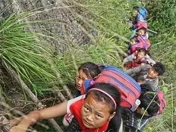 彝族首部原创儿童广播剧《翻过那座山——悬崖村的孩子们》