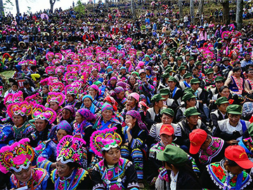Yi people hold annual costume contest
