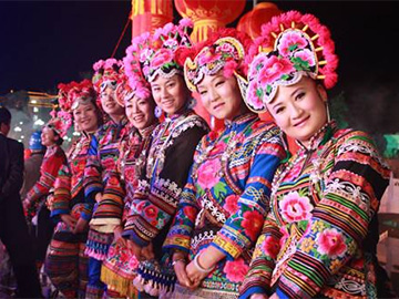 Yi people stage fashion shows to walk out of poverty