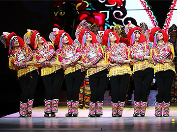 Yi people's traditional costumes show in Shanghai