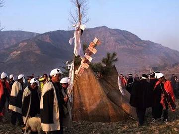 凉山彝族祖先崇拜与厚葬习俗对社会发展的消极影响及对策