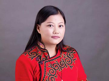 凉山州作家阿薇木依萝、英布草心签约巴金文学院