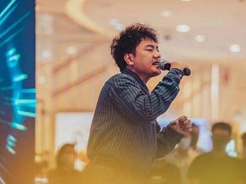 彝族歌手海来阿木:我真的赶上了一个好时候
