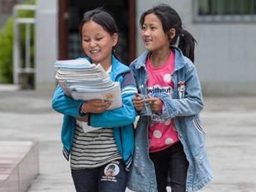 首届彝族女子班教师:我看见 一个个女孩走进课堂走出大凉山