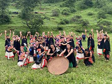 会理排演本土原创彝族舞蹈《幸福尖山上》