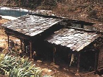 彝族起居习俗:锅庄文化与四合院——形成与发展