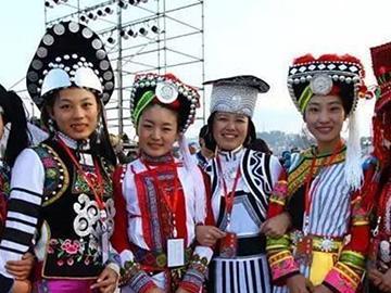 风格迥异精彩纷呈:红河式彝族服饰