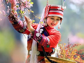 一曲《乡恋》唱尽乡愁,彝家阿诗玛为石林温情献歌