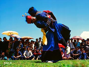 历时30年,摄影家郭建良用心记录的凉山彝族火把节作品集(四):竞技.赛事