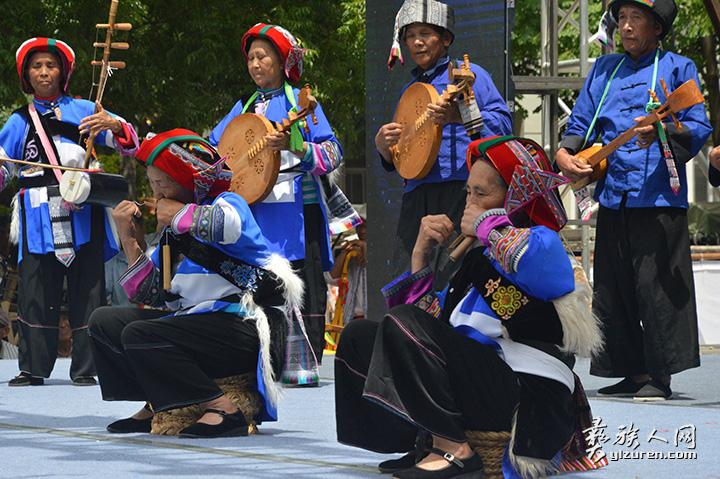 传统文艺表演是传承阿诗玛文化的重要组成部分.jpg