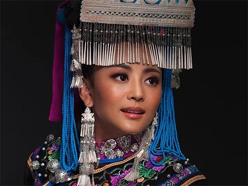 彝族著名歌手阿鲁阿卓《好儿好女好家园》MV