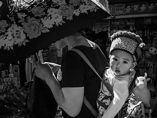陈珊珊摄影作品赏析 ·《大凉山的最美笑脸》