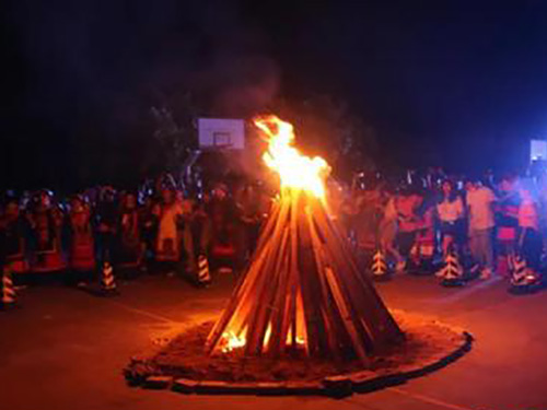 近300名彝族职工在龙海过火把节