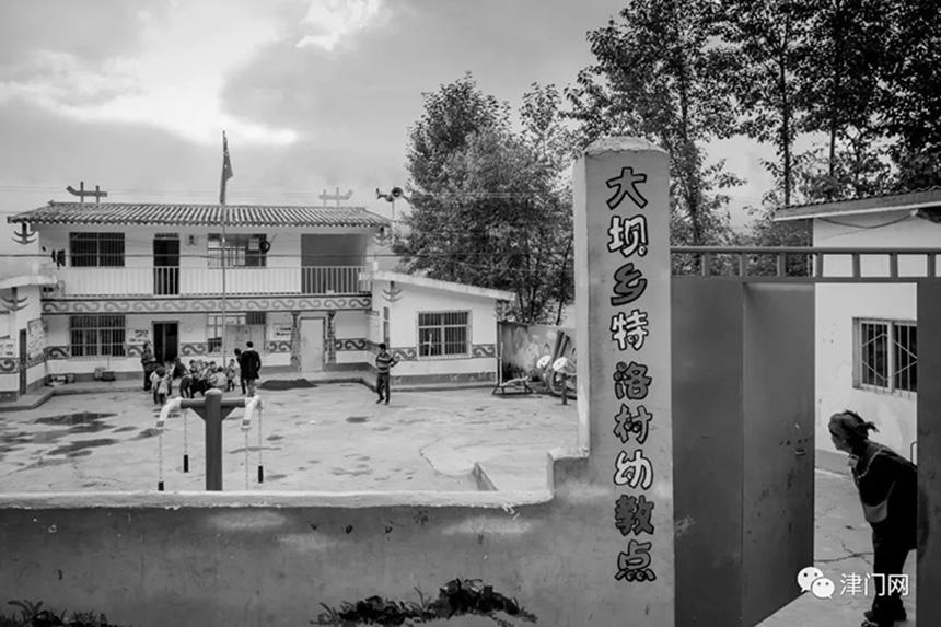 整齐、干净、卫生、漂亮的村幼儿园。